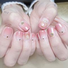 方圆形粉色渐变金属饰品美甲图片