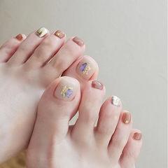 脚部裸色贝壳片金箔美甲图片