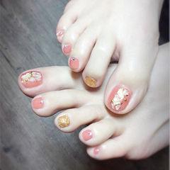 脚部粉色金色贝壳片金箔跳色美甲图片