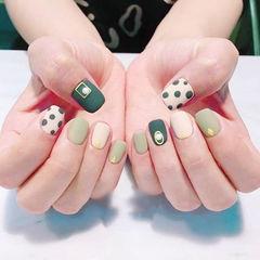 方圆形绿色白色磨砂波点美甲图片