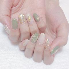 圆形绿色白色贝壳片金箔美甲图片