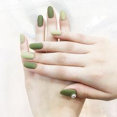 圆形绿色珍珠磨砂简约美甲图片