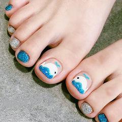 脚部蓝色银色手绘可爱夏天跳色ins美图分享,想学美甲咨询微信mjbyxs6哦~美甲图片