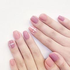 方圆形粉色格纹简约上班族美甲图片