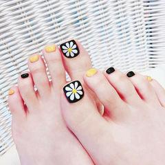 脚部黑色黄色白色手绘雏菊跳色美甲图片