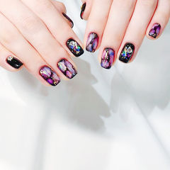 方圆形黑色紫色手绘晕染钻贝壳片金箔石纹美甲图片