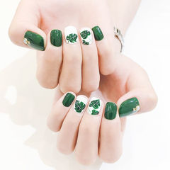 方圆形绿色白色手绘树叶夏天ins美图分享,想学美甲咨询微信mjbyxs6哦~美甲图片