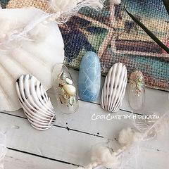 圆形白色蓝色手绘贝壳片日式夏天美甲图片