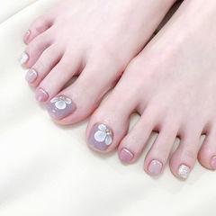 脚部粉色裸色雕花简约ins美图分享,想学美甲咨询微信mjbyxs6哦~美甲图片