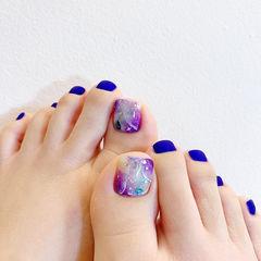 脚部蓝色紫色晕染磨砂美甲图片