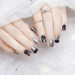 方圆形黑色银色钻平法式镜面美甲图片