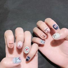 圆形粉色蓝色灰色手绘韩式跳色可爱美甲图片