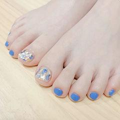 脚部蓝色贝壳片金箔夏天美甲图片