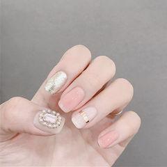 方圆形粉色金银线钻珍珠简约银色美甲图片