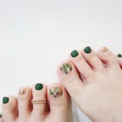 脚部绿色金色贝壳片跳色磨砂美甲图片