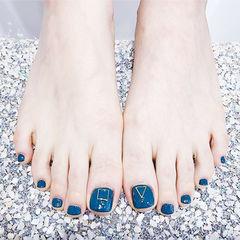 脚部蓝色显白简约美甲图片