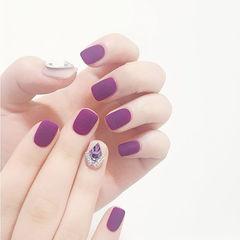 方圆形紫色钻磨砂美甲图片