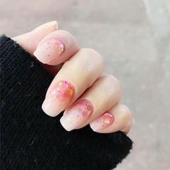 方圆形粉色渐变亮片美甲图片