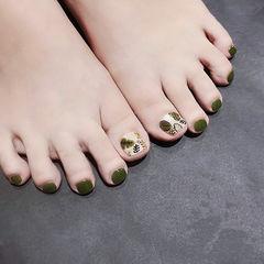 脚部绿色手绘树叶夏天ins美图分享,想学美甲咨询微信mjbyxs6哦~美甲图片