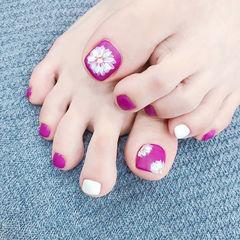 脚部紫色白色手绘花朵磨砂ins美图分享,想学美甲咨询微信mjbyxs6哦~美甲图片