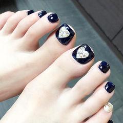 脚部蓝色心形钻ins美图分享,想学美甲咨询微信mjbyxs6哦~美甲图片
