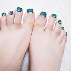 脚部绿色钻金银线平法式美甲图片