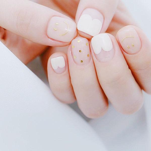 方圆形白色裸色心形法式亮片笑脸美甲图片