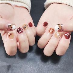 圆形红色棕色手绘柯基格纹可爱短指甲ins美图分享,想学美甲咨询微信mjbyxs6哦~美甲图片