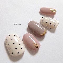 圆形粉色豆沙色白色波点跳色美甲图片