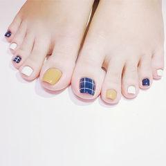 脚部蓝色黄色白色格子跳色美甲图片