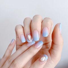 方圆形蓝色渐变珍珠简约美甲图片