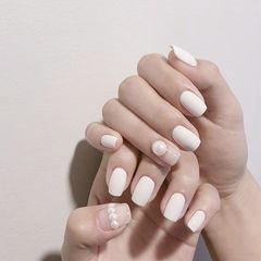 方圆形白色珍珠磨砂美甲图片
