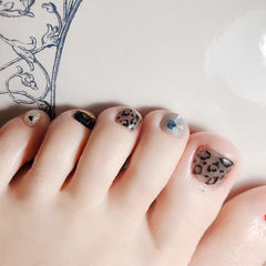 脚部黑色灰色手绘豹纹美甲图片