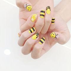 圆形黑色黄色手绘可爱ins美图分享,想学美甲咨询微信mjbyxs6哦~美甲图片