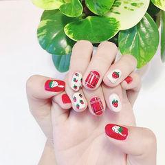 圆形红色白色手绘草莓水果夏天想学习这么好看的美甲吗?可以咨询微信mjbyxs3哦~美甲图片