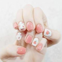 方圆形粉色白色手绘水果蜜桃想学习这么好看的美甲吗?可以咨询微信mjbyxs3哦~美甲图片