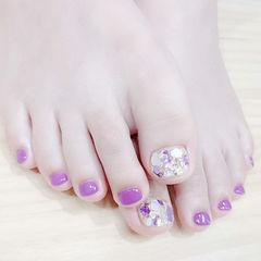 脚部紫色贝壳片想学习这么好看的美甲吗?可以咨询微信mjbyxs3哦~美甲图片
