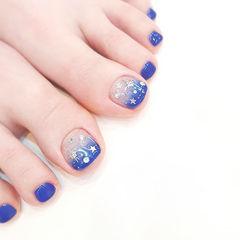 脚部蓝色渐变亮片想学习这么好看的美甲吗?可以咨询微信mjbyxs3哦~美甲图片