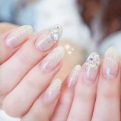 圆形银色渐变钻新娘想学习这么好看的美甲吗?可以咨询微信mjbyxs3哦~美甲图片