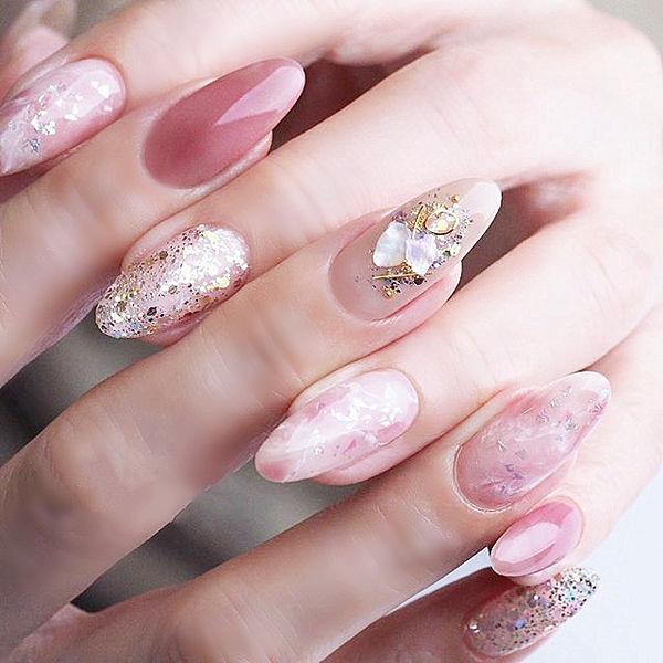圆形粉色晕染贝壳片金箔想学习这么好看的美甲吗?可以咨询微信mjbyxs3哦~美甲图片