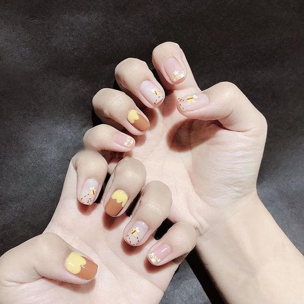 圆形黄色棕色手绘可爱想学习这么好看的美甲吗?可以咨询微信mjbyxs3哦~美甲图片