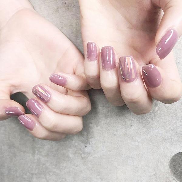 方圆形紫色碎玻璃想学习这么好看的美甲吗?可以咨询微信mjbyxs3哦~美甲图片