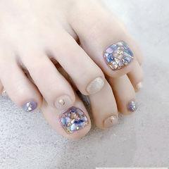 脚部紫色裸色银色贝壳片想学习这么好看的美甲吗?可以咨询微信mjbyxs3哦~美甲图片