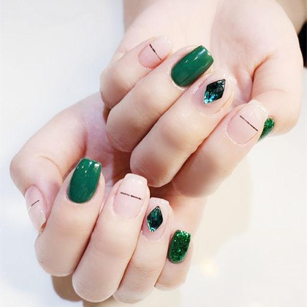 方圆形绿色裸色钻金银线美甲图片