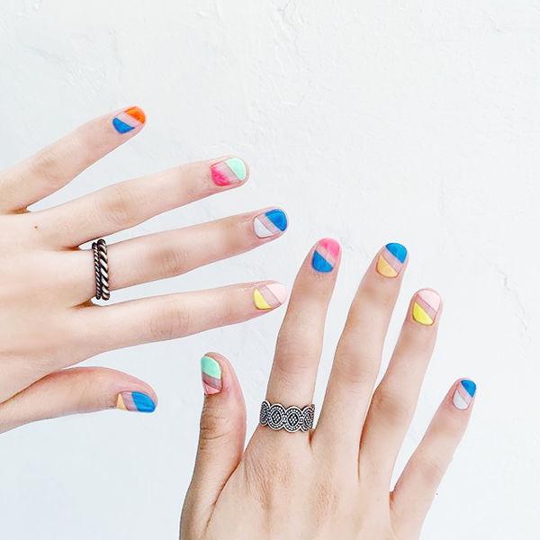 方圆形蓝色粉色黄色手绘学生跳色想学习这么好看的美甲吗?可以咨询微信mjbyxs3哦~美甲图片