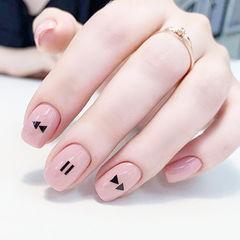 方圆形粉色黑色手绘简约想学习这么好看的美甲吗?可以咨询微信mjbyxs3哦~美甲图片