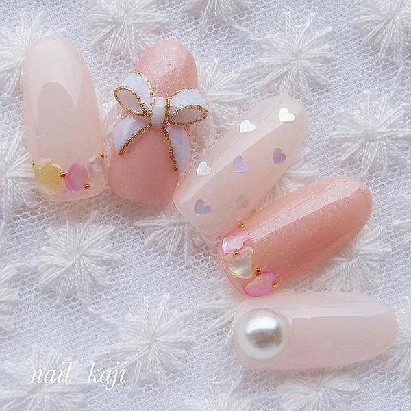 圆形粉色蝴蝶结雕花珍珠亮片美甲图片