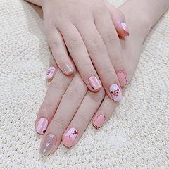 方圆形粉色手绘小猪可爱想学习这么好看的美甲吗?可以咨询微信mjbyxs3哦~美甲图片