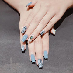 蓝色黑色手绘晕染石纹方形想学习这么好看的美甲吗?可以咨询微信mjbyxs6哦~美甲图片