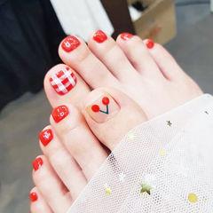 脚部红色手绘水果樱桃格纹想学习这么好看的美甲吗?可以咨询微信mjbyxs6哦~美甲图片